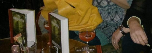 kirja ja 20-luvun drinkki