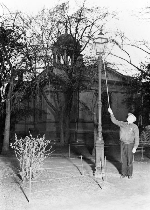 kaasulyhty sytytetän vanhassa kirkkopuistossa 1930 tuntematon km