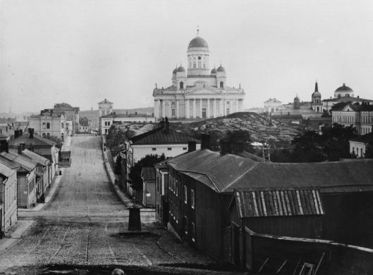 1865 n . Kruununhaka. vas. Nikolainkatu ( Snellmaninkatu) 16-10 ja 27-15. Etualalla oikealla numero 8, entinen Nuuskamyllynmäki. Taustalla Nikolainkirkko.