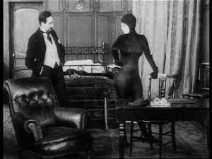 Musidora-Catsuit-Caught-in-Les-Vampires 2